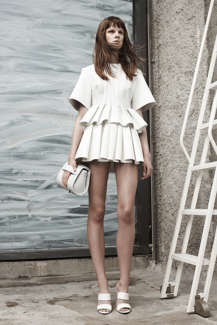 alexander-wang-resort2014-runway-09_113906517523
